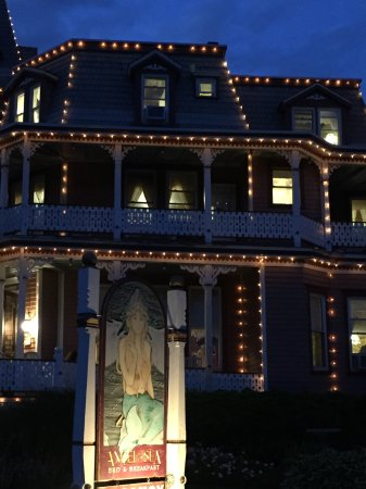 Angel of the Sea: Hotel is beautifully lit up at night!
