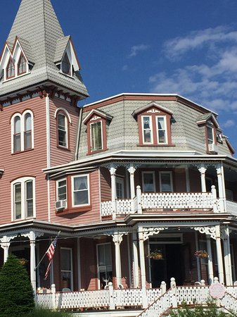 Gorgeous Victorian building!