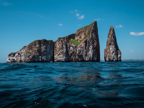 San Cristobal, Ekuador: Kicker Rock (Leon Dormido). A snorkelling hot spot in the Galapagos!