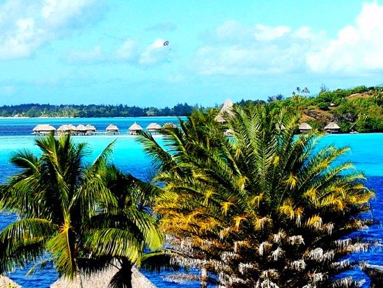 Vue de la chambre avec vue sur lagon picture of maitai for Chambre avec vue salvador