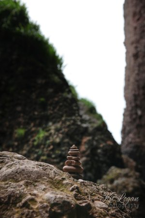 Cushendun, UK: Rock art, mini cairn at the caves