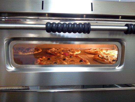 Lavelanet, France: Le four à pizzas