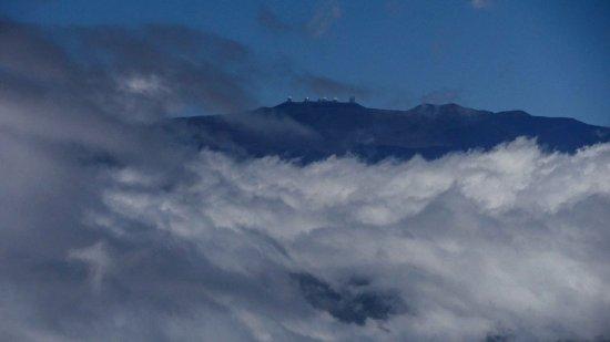 Hawi, HI: マウナケア山頂を望む