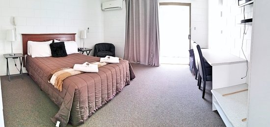 Gladstone, Australië: Queen room with rear patio / Balcony