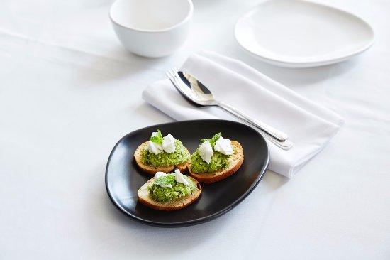 Elwood, Australia: Baby pea & mint brushetta with mozzarella