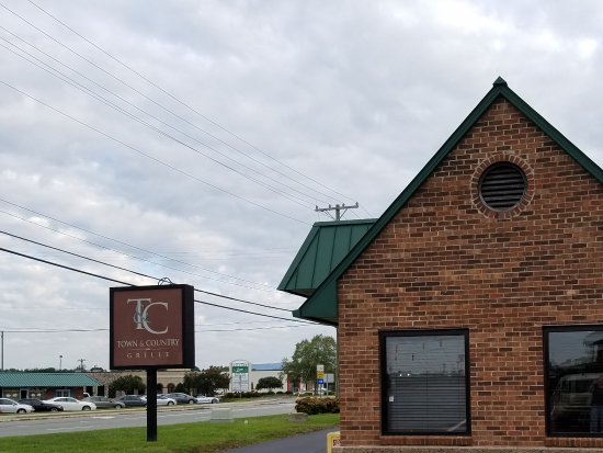 Town & Country Restaurant: View of side and sign