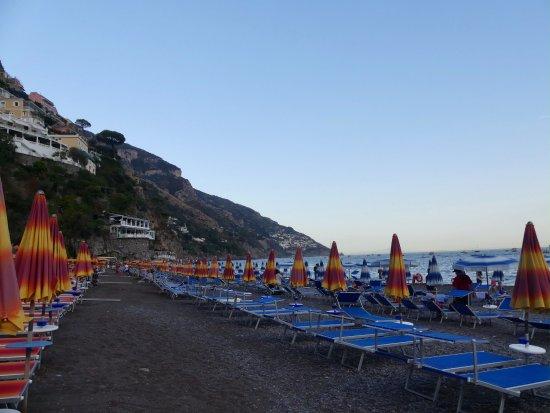 Hotel Buca di Bacco: Beach chairs - some $15, closer to water $20
