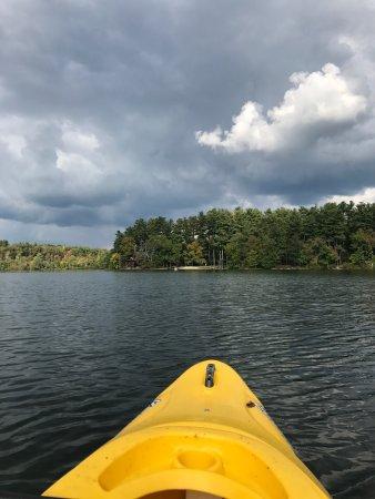 Γκρέιτ Μπάρινγκτον, Μασαχουσέτη: Prospect Lake is only a third of a mile up the road from the inn!