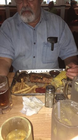 Lady Lake, Флорида: TEXAS BABY BACK RIBS --- STEAMED - CORN TENDER - COLD FRIES