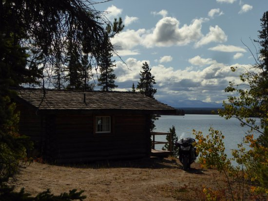 Nimpo Lake, Canada: Our little cabin