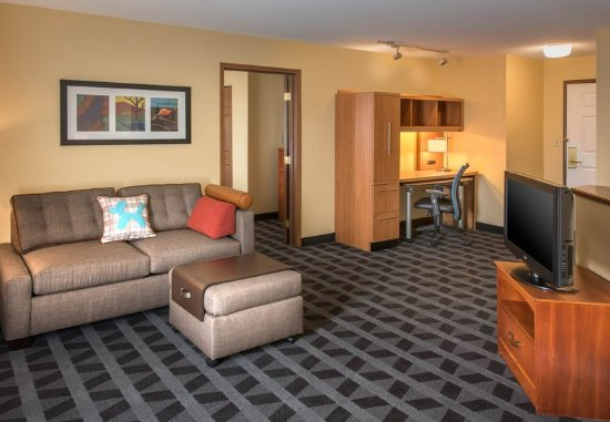 Englewood, Colorado: Executive One-Bedroom Suite - Living Room