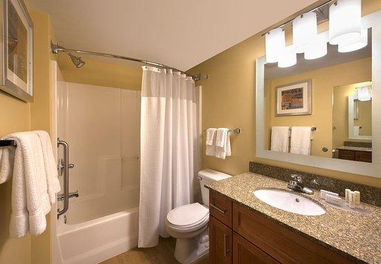 Englewood, Colorado: Executive Studio Suite - Bathroom