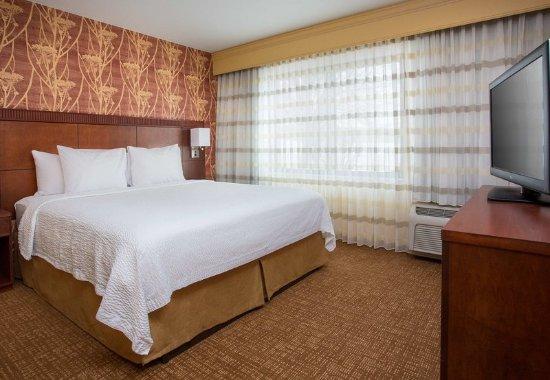Peoria, IL: King Suite - Sleeping Area