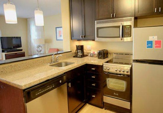 TownePlace Suites Scranton Wilkes-Barre : Two-Bedroom Suite Kitchen