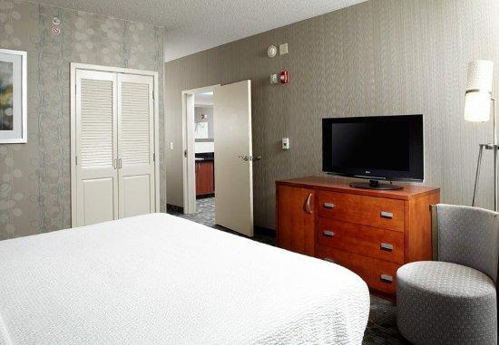 Greensburg, Pennsylvanie : King Suite - Sleeping Area
