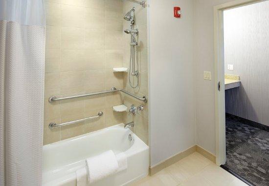 Greensburg, Pennsylvanie : Accessible Bathroom - Bathtub