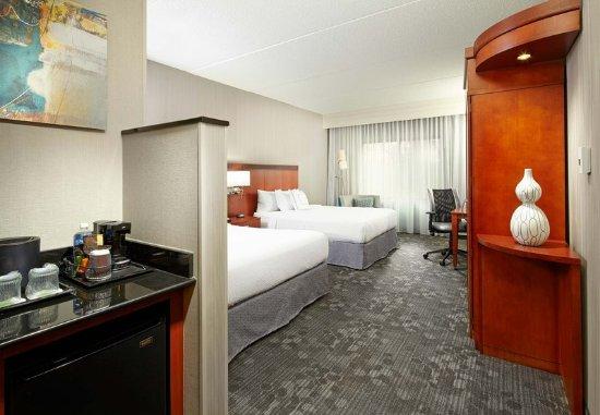 Greensburg, PA: Queen/Queen Guest Room