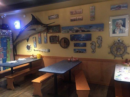 Mo's Restaurant: Fun atmosphere!