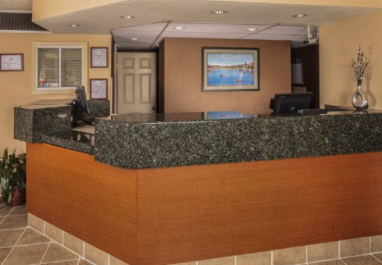Campbell, CA: Front Desk