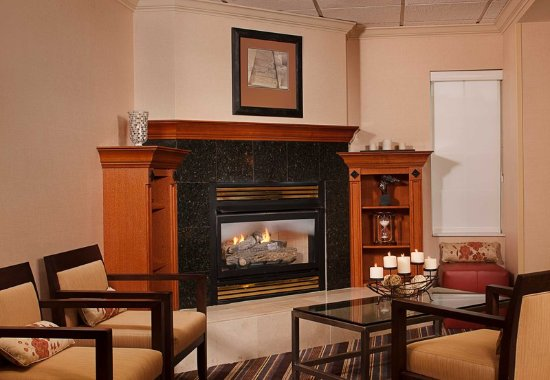 Tysons Corner, VA: Lobby Fireplace