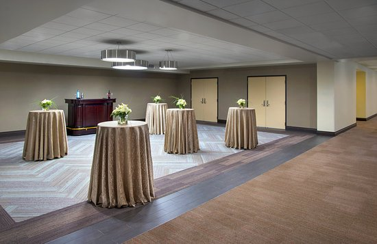 Four Points by Sheraton Charleston: Pre-Function Space
