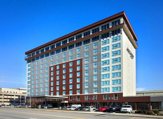 Four Points by Sheraton Charleston: Hotel Exterior