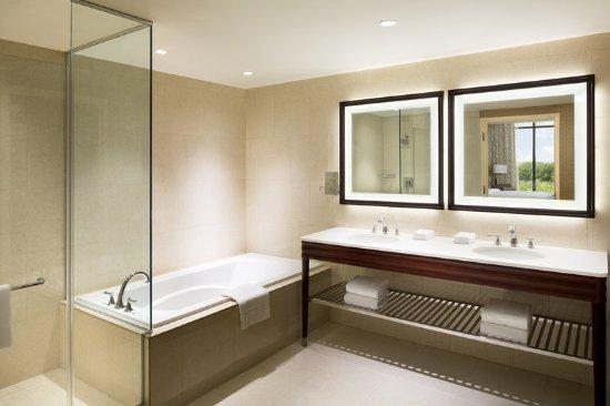 Georgetown, TX: Park View Suite Bathroom