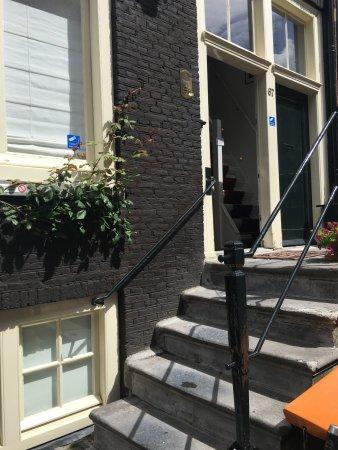 The Weavery Boutique Bed & Breakfast : Escalera de entrada a planta baja y planta alta