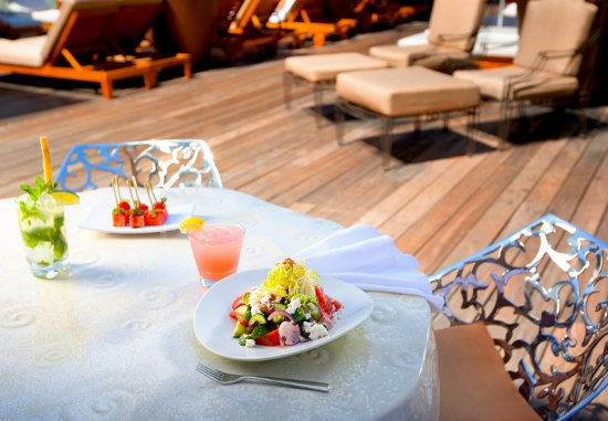 SLS Hotel, A Luxury Collection Hotel, Beverly Hills: poolside salad
