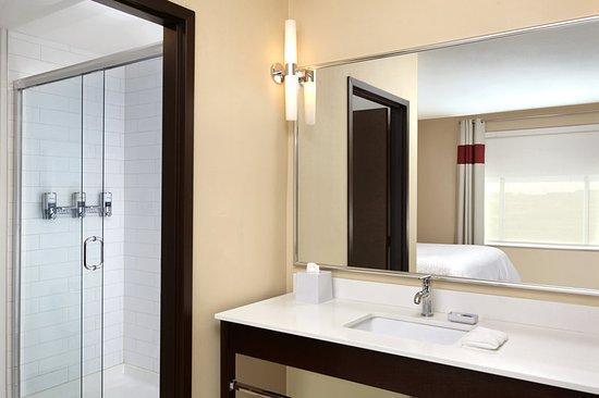 Nisku, Kanada: Guest Bathroom