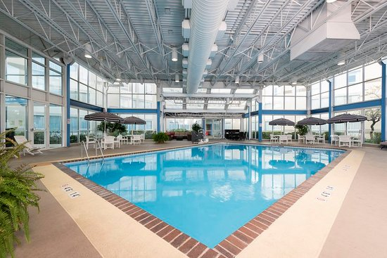 Elk Grove Village, IL: Enjoy fun with the whole family in our indoor swimming pool.