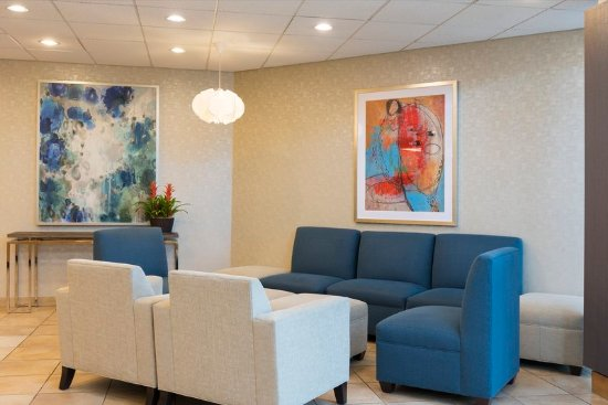 Elk Grove Village, IL: Our lobby has plenty of space to socialize with friends and family