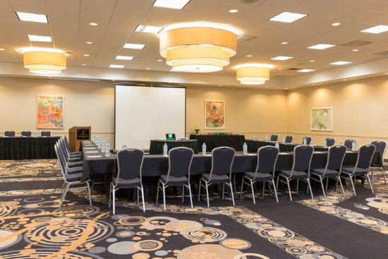 Elk Grove Village, IL: Host your upcoming meeting or event in one of our 7 meeting rooms.