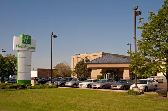 Elk Grove Village, IL: Entrance