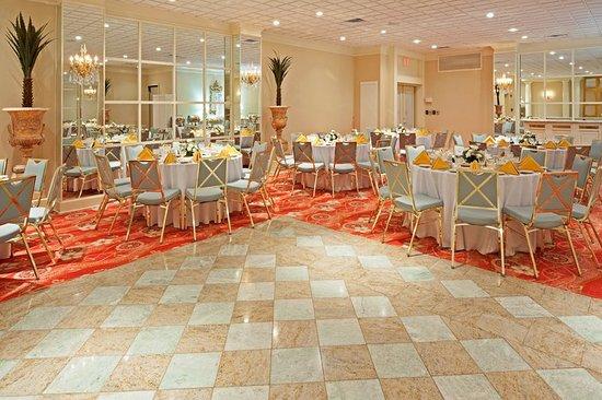 Carteret, NJ: Banquet Room