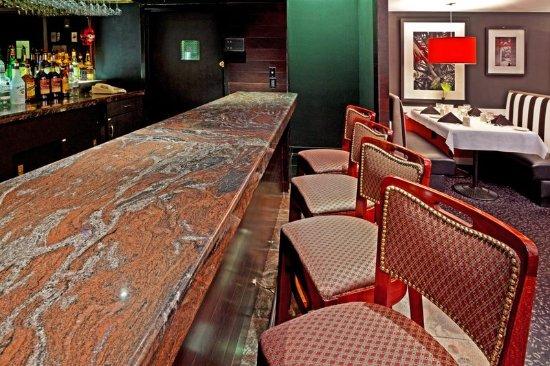 Carteret, NJ: Bar and Lounge