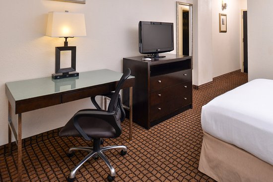 Holiday Inn Sheridan - Convention Center: Guest Room