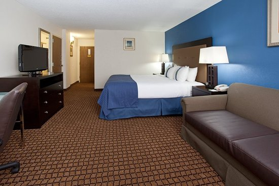 Sheridan, WY: King Bed Guest Room