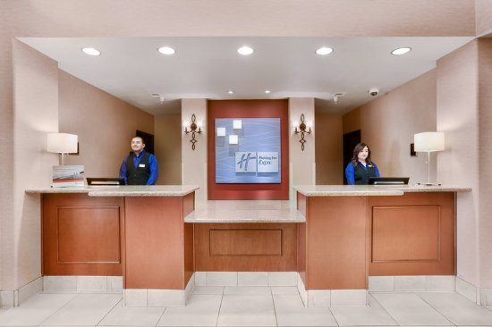 Holiday Inn Express Yuma: Front Desk