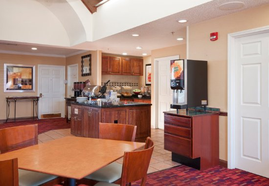 West Springfield, MA: Complimentary Breakfast Buffet