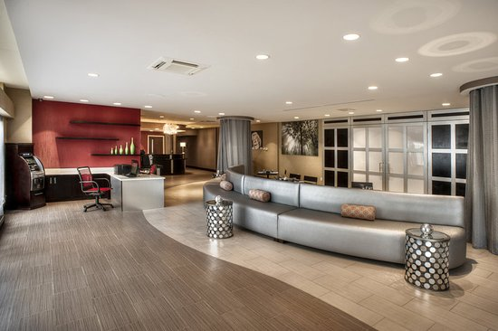 modern and spacious lobby picture of holiday inn. Black Bedroom Furniture Sets. Home Design Ideas
