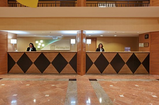 Holiday Inn Houston Intercontinental Airport: Our Friendly Front Desk Staff waiting to Welcome you