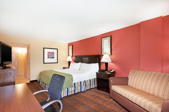 Holiday Inn Richmond I 64 West End: King Bed Guest Room ideal for our corporate Anthem guests