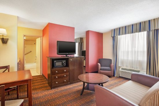 Holiday Inn Richmond I 64 West End: Suite Guest Room