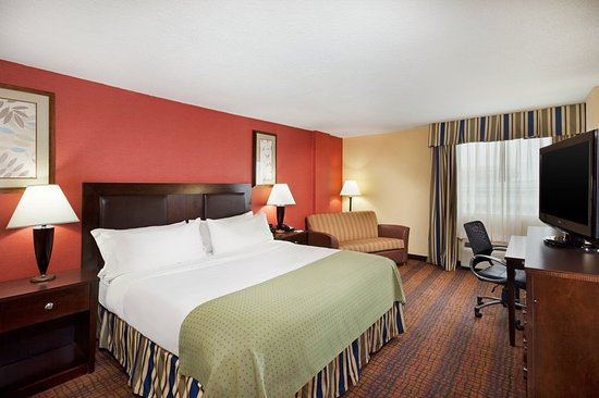 Holiday Inn Richmond I 64 West End: King Bed Guest Room near Lewis Ginter Botanical Gardens