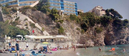 Hotel Bellevue Dubrovnik: Playa privada. Vista del hotel