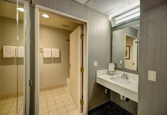 Wausau, WI: Guest Bathroom