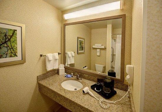 Weston, WI: Guest Bathroom