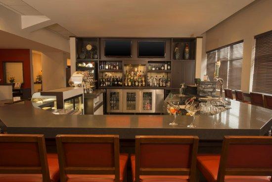 Four Points by Sheraton Winnipeg International Airport: Bar