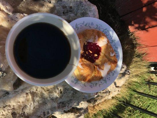 Olsen's Danish Village Bakery: Coffee and Danish!